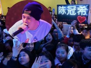 Ca nhạc - MTV - Hàng ngàn fan chen lấn xem Trần Quán Hy biểu diễn
