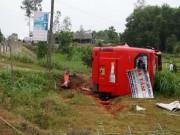 Video An ninh - Lật xe khách, 19 người gặp nạn trên đường về quê ăn Tết