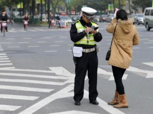 Xử phạt người đi bộ: Singapore bỏ tù nếu tái phạm