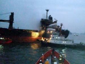 Tin tức Việt Nam - Cứu 18 thuyền viên trên con tàu bốc cháy giữa biển