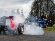 """Thể thao - Cuộc chiến liều mạng: Xe F1 """"đọ đầu"""" 8 lực sỹ"""