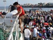 Tin tức trong ngày - Tàu ra Lý Sơn quay lại vì sóng lớn, hàng trăm khách mắc kẹt