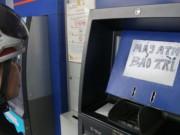 """Tài chính - Bất động sản - Xử lý nghiêm ngân hàng để ATM """"lăn ra ốm"""" dịp Tết"""