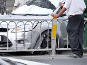 Tin tức trong ngày - TPHCM: Ô tô rụng bánh trước cổng Bệnh viện Từ Dũ