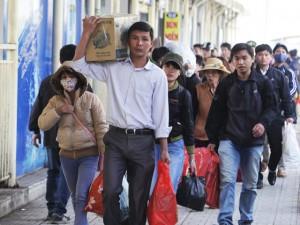 Tin tức trong ngày - Người dân hối hả trở lại Thủ đô sau kì nghỉ Tết