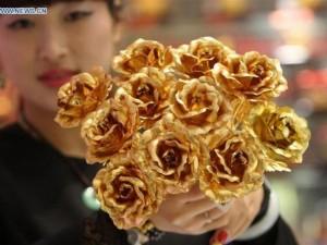 Thế giới - TQ: Hoa hồng bọc vàng sốt dịp Valentine