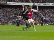 Bóng đá - Tiếng còi trọng tài chống Arsenal, giúp Leicester