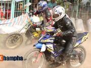 Thể thao - Tay đua cấp cứu, khán giả kín mái nhà xem đua xe đường đất