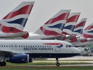Thế giới - Nữ tiếp viên hàng không Anh giành được quyền mặc quần