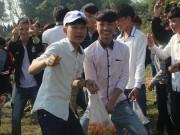 """Tin tức trong ngày - Lễ hội ném cà chua Thanh Hóa """"gặp khó"""" vì cà chua tăng giá"""