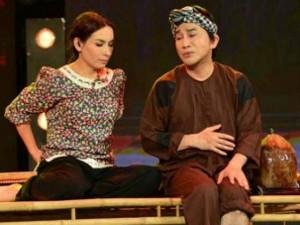 Phi Nhung 'mày, tao' vô tư với Kim Tử Long trên sân khấu