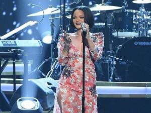 Rihanna có nguy cơ mất giọng hát vĩnh viễn