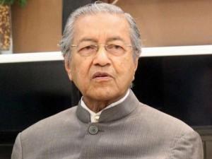 Cựu Thủ tướng Malaysia bị điều tra vì nói xấu trên mạng