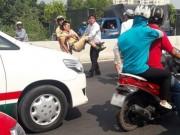 Tin tức trong ngày - CSGT bị tông gãy chân đang khá nguy kịch