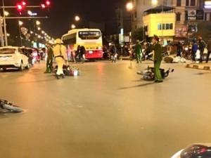 Tin tức trong ngày - HN: Ô tô đâm liên hoàn 6 xe máy, 4 người bị thương