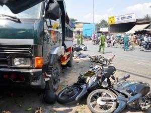 """Tin tức Việt Nam - Ảnh: Hiện trường kinh hoàng vụ xe ben """"điên"""" ở TP.HCM"""