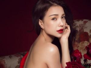 Ca nhạc - MTV - Trà Ngọc Hằng lả lơi vai trần khi hát về tình yêu