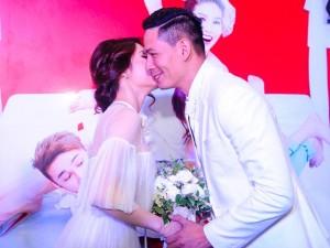 Giải trí - Bình Minh nhận nụ hôn của Diễm My trước mặt bà xã