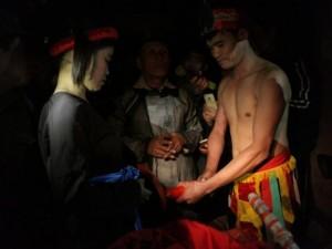 Ảnh: Khoảnh khắc  tình phộc  trong lễ hội táo bạo nhất VN