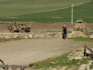 Thế giới - Thổ Nhĩ kỳ đào hào, đưa phương tiện quân sự sang Syria