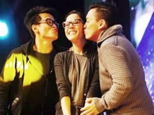 """Thu Phương ngượng ngùng nhận nụ hôn từ hai """"trai đẹp"""""""