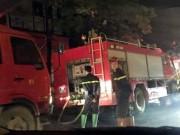 Tin tức trong ngày - Hà Nội: Nhà 3 tầng cháy rừng rực trong đêm