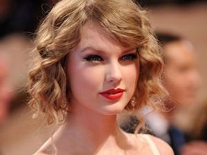 Làm đẹp - Mẹo cực hay: Làm tóc xoăn bằng giấy vệ sinh