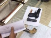 An ninh Xã hội - Chồng nổ súng bắn vợ tại quán lẩu dê