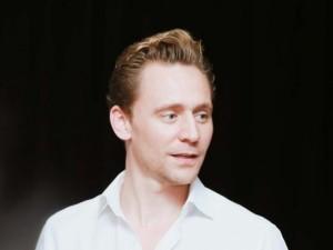 """Fan Việt """"chết lặng"""" vì vẻ đẹp """"Loki"""" Tom Hiddleston"""