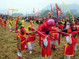 Ảnh: Độc đáo lễ hội rước  của quý  khủng nhất Việt Nam