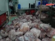 """Thị trường - Tiêu dùng - Gần 2 tấn thịt lợn bẩn """"chui"""" về TP.HCM giữa đêm"""