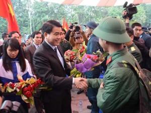 Tin tức trong ngày - Chủ tịch HN Nguyễn Đức Chung tiễn tân binh nhập ngũ