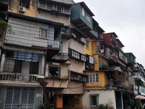 """Tin tức trong ngày - Hà Nội: Di dời dân khỏi hai chung cư """"vừa ở vừa run"""""""