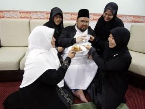 Thế giới - Ả Rập Saudi: Li dị 4 vợ rồi cưới lại cả 4