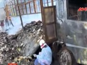 Video An ninh - Xe tải chở 2.000 thùng mì tôm bốc cháy trơ khung sắt
