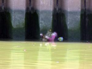 Tin tức trong ngày - TPHCM: Phát hiện thi thể cô gái nổi trên kênh Nhiêu Lộc