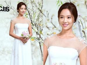 Sao  Cô nàng xinh đẹp  rạng rỡ trong tiệc cưới đại gia