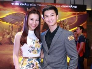 Hoàng Anh - Huỳnh Anh tình cảm đi xem phim