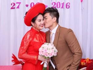 """Phim - """"Hoàng tử xiếc"""" hôn vợ nồng nàn trong lễ rước dâu"""