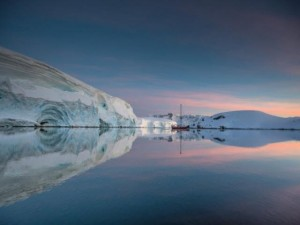 Du lịch - Đi thuyền buồm ngắm Nam Cực đẹp như phim viễn tưởng