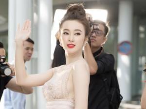 Angela Phương Trinh mặc xuyên thấu gây chú ý chốn đông người