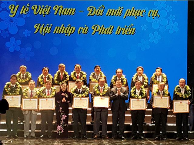 Nhiều tổ chức, cá nhân được tuyên dương trong ngày Thầy thuốc Việt Nam