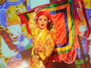 Mặt sau cánh gà - Đạo diễn Việt Tú ra mắt vở diễn hầu đồng hoành tráng