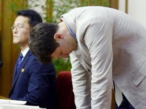 """Thế giới - Sinh viên Mỹ bị bắt ở Triều Tiên vì """"ăn cắp khẩu hiệu"""""""