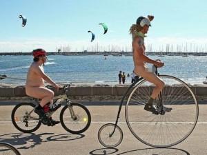 Thế giới - Hàng trăm người tham gia ngày Đạp xe khỏa thân thế giới