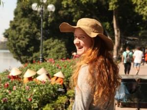 Tin tức trong ngày - Ảnh: Hà Nội lãng mạn, óng vàng trong nắng mới