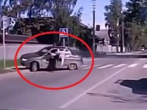 Thế giới - Video: Những vụ xe hơi đâm người đi bộ thảm khốc