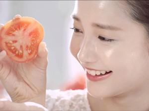 Làm đẹp - Tuyệt chiêu chăm sóc da căng mịn chỉ với cà chua