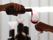 An toàn thực phẩm - Uống rượu vang đỏ trước khi ngủ giúp phụ nữ giảm cân