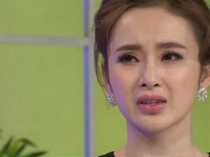 Angela Phương Trinh khóc nức nở trên truyền hình